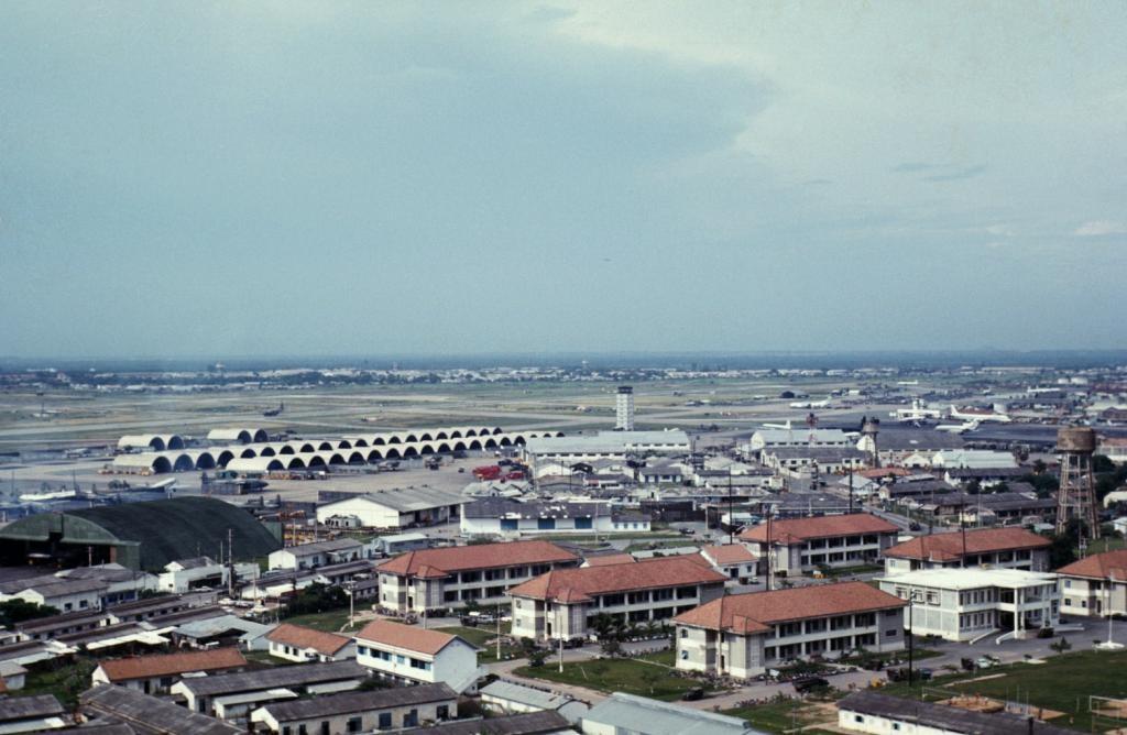 TanSonNhutAirport-SaigonAug1970