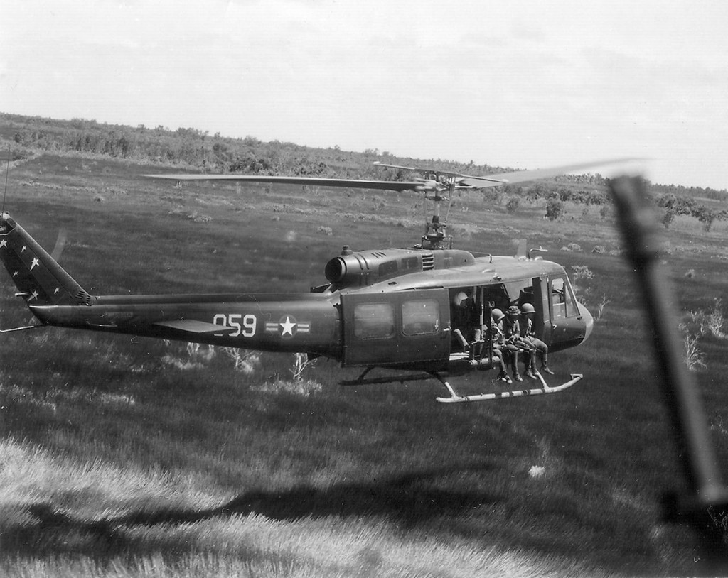 Vietnam_Air_Force_UH-1_in_flight_19700718