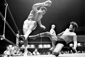Boxer Muhammad Ali (L) fights with wrestler Antonio Inoki at Nihon Budokan on June 26, 1976 in Tokyo, Japan.
