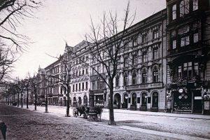1280px-1901_Bartels_Berlin_Unter_den_Linden_anagoria